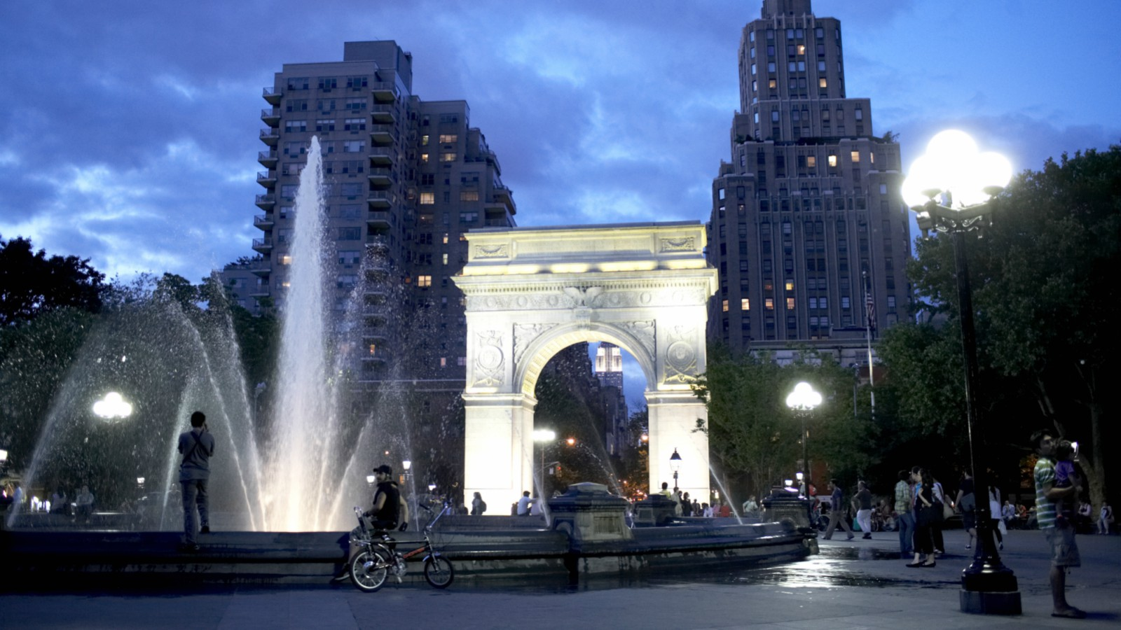 Things To Do in NYC | Washington Square Park
